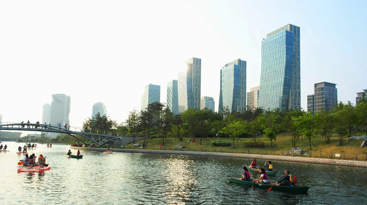 For that reason, it could be too early to say whetherSongdo will become a thriving urban center.