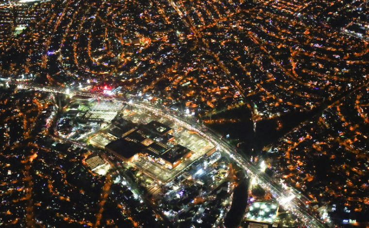 An aerial view of Mexico city at night from an airplane, December 16, 2013. REUTERS/Jorge Silva (MEXICO - Tags: CITYSCAPE SOCIETY) - GM1E9CH159701