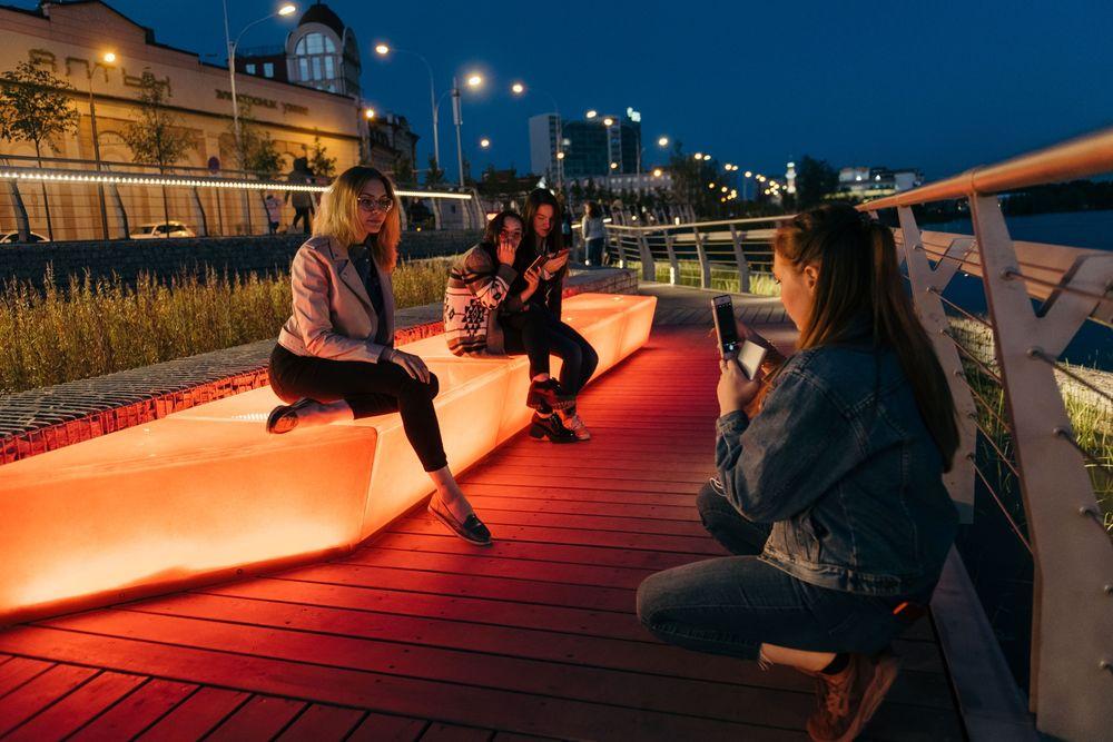 The new pedestrian promenade surrounding Kazan's Kaban Lake features illuminatedbenches.