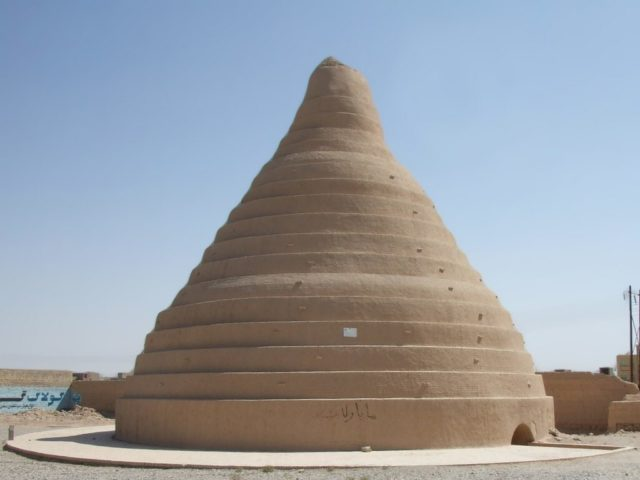 Yakhchal in Yazd, Iran Author:Pastaitaken – CC BY-SA 3.0,